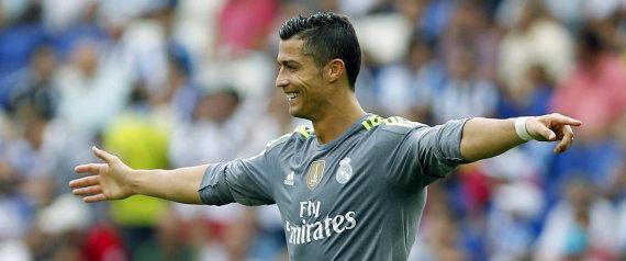 GRA182. BARCELONA, 12/09/2015.- El delantero del Real Madrid, Cristiano Ronaldo, celebra su cuarto gol durante el partido correspondiente a la tercera jornada de Liga, disputado frente al RCD Espanyol en el Power 8 Stadium de Cornellá-El Prat. EFE/Andreu Dalmau