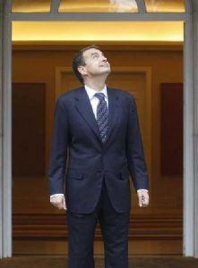 pq_927_Zapatero_puerta_Moncloa.jpg
