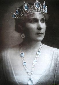 8377f2eba545 Una joya para la reina doña Sofía de parte de don Juan Carlos I ...