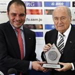 El principe Ali de Jordania con Sepp Blatter