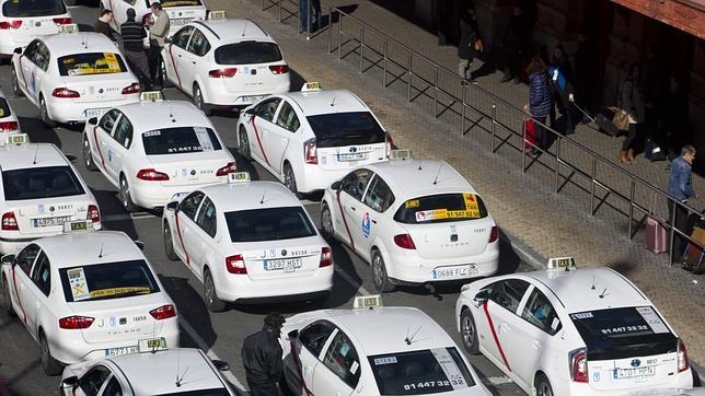 taxis-aparcados