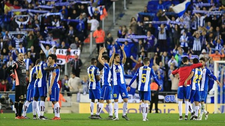 RCD Espanyol players celebrate the final result  a 0-0 draw at the end of the Spanish league football match RCD Espanyol vs FC Barcelona at the Power8 stadium in Cornella de Llobregat on January 2  2016    AFP PHOTO  PAU BARRENA