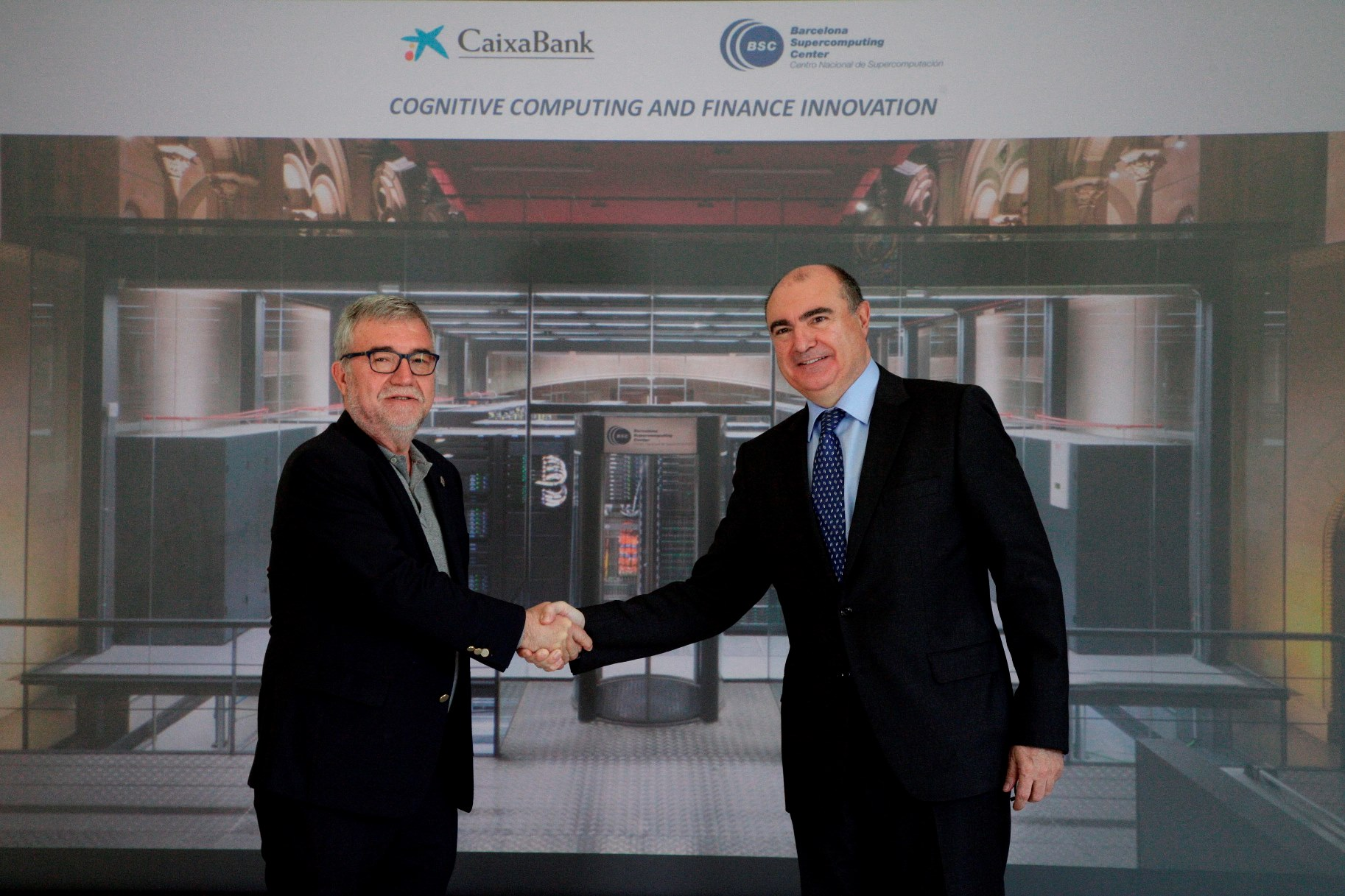 De izquierda a derecha, Mateo Valero, director del BSC, y Jordi Fontanals, director ejecutivo de CaixaBank (1)