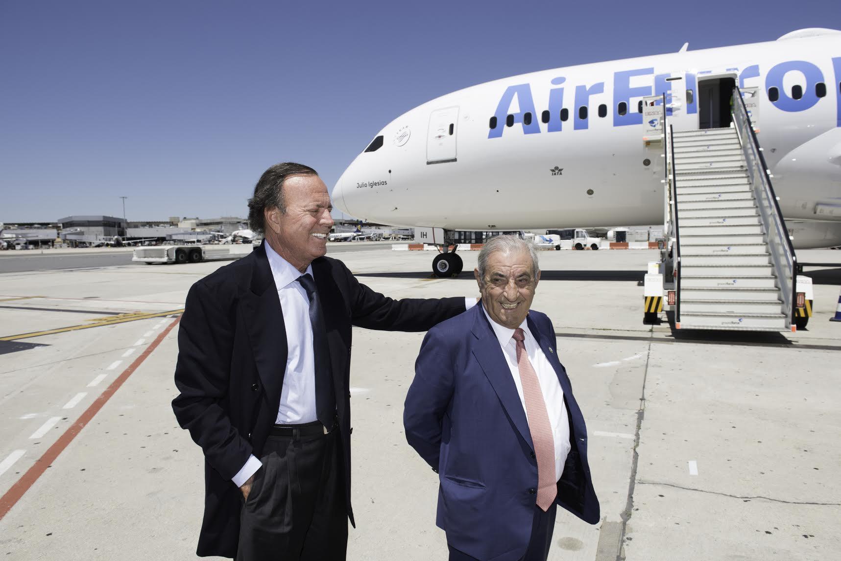 Don Juan José Hidalgo Presidente de Globalia y Julio Iglesias