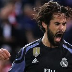 Real Madrid's midfielder Isco celebrates a goal during the UEFA Champions League semifinal second leg football match Club Atletico de Madrid vs Real Madrid CF at the Vicente Calderon stadium in Madrid, on May 10, 2017. / AFP PHOTO / CESAR MANSO        (Photo credit should read CESAR MANSO/AFP/Getty Images)