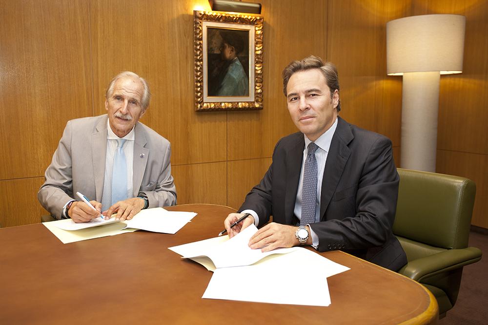 Carmelo Angulo (izquierda) presidente de UNICEF y Dimas Gimeno, presidente de El Corte Inglés