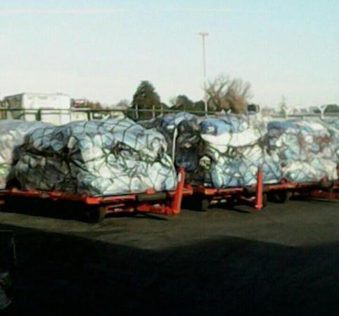 Resultat d'imatges de 300.000 kilos de paquetes siguen acumulados en el CTI de Barajas
