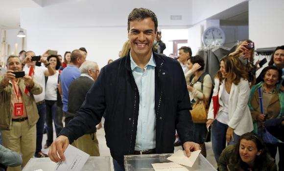 [eldiario.es] EL PSOE CONCURRE EN COALICIÓN A LAS ELECCIONES CON FORMACIONES QUE APOYAN LA ANEXIÓN DE NAVARRA AL PAÍS VASCO Pedro-sanchez-votando