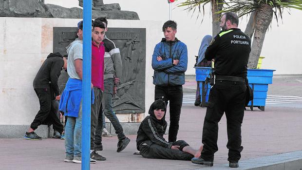 """Fiscalía admite que """"se ha ido de las manos"""" el tema de los menores inmigrantes y defiende la repatriación MENAS-Ceuta"""